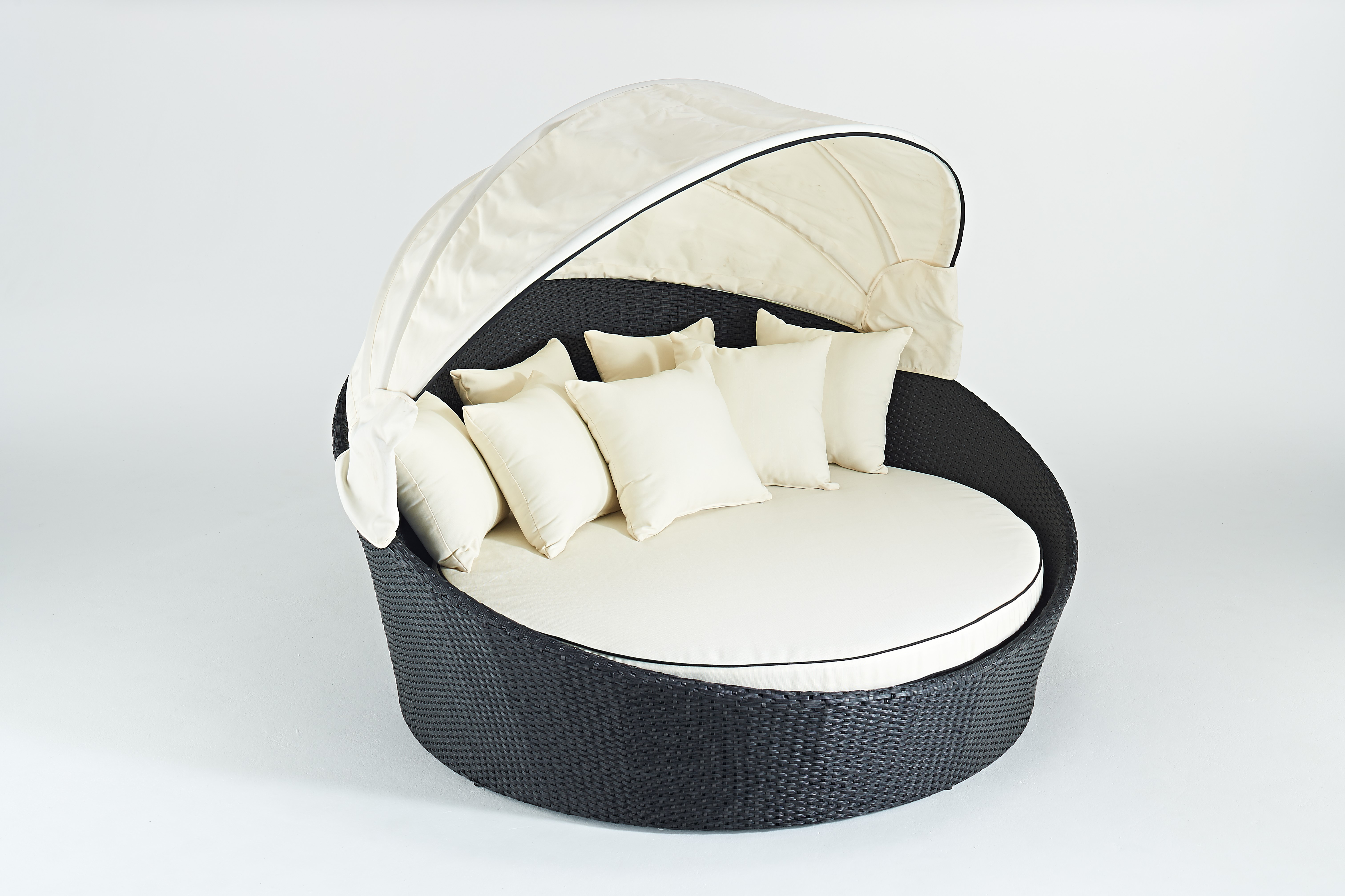 Rattan Daybed Suppliers : Royale riche vip luxury rattan daybed black and ivory